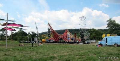 Przygotowania głównej sceny we wtorek, przed rozpoczęciem festiwalu