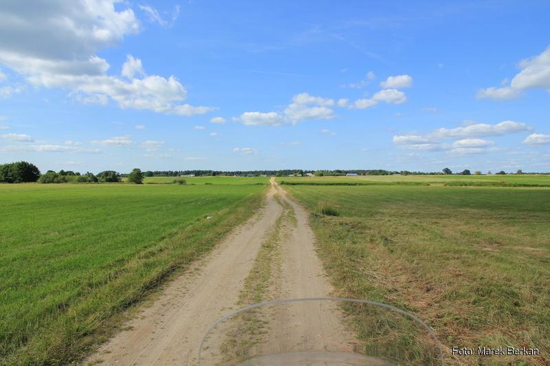 Polna droga na wschód od Tuchlina