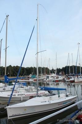 Jacht Delphia 24 w porcie w Łebie