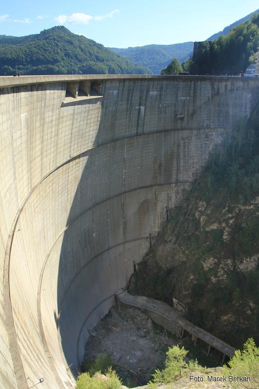 Droga Transfogaraska (7C) - zapora na rzece Ardżesz o wysokości 160 metrów