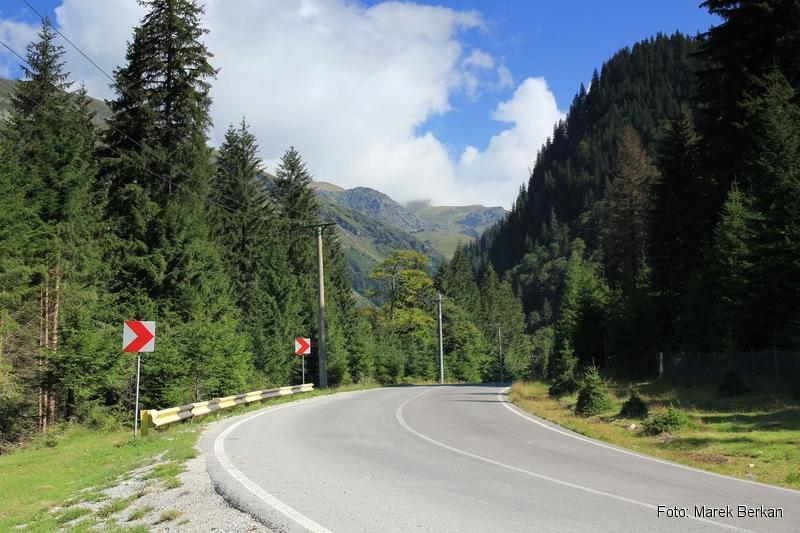 Droga Transfogaraska (7C) - droga wzdłuż brzegów jeziora Vidraru
