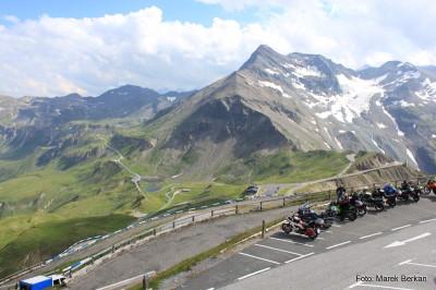 Widok z Bikers Points na szczycie Edelweiss (2571 m n.p.m.)