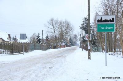 Truskaw, koniec asfaltu, początek szlaku
