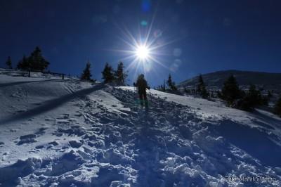 Zejście niebieskim szlakiem z Przełęczy Pod Śmielcem
