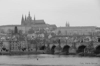 Praga - widok na Most Karola i Zamek Hradczany