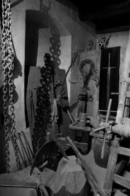 Dawne sale i narzędzia tortur przy Złotej Uliczce