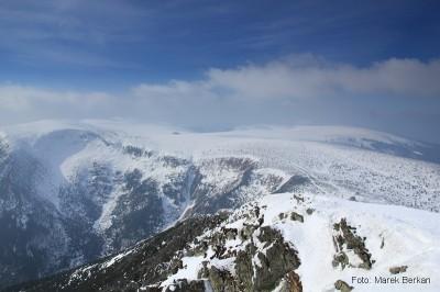 Widok ze Śnieżki na czeską Upską Jamę