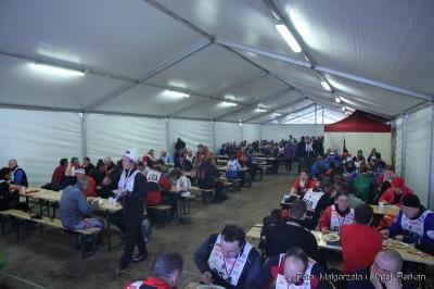 Namiot gdzie wydawano posiłki po zawodach