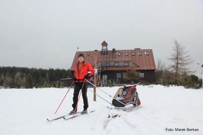 Na nartach - schronisko Chatka Górzystów w Górach Izerskich