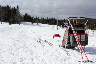 Na nartach - przed schroniskiem Chatka Robaczka