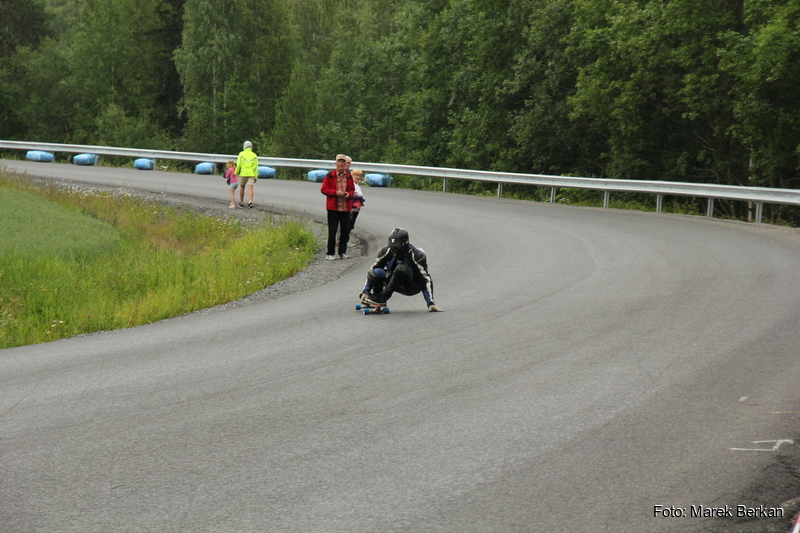 Norwedzy uprawiają bardzo dziwne sporty - pod skocznią w Lillehammer