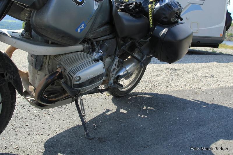 Uszkodzenie po wywrotce parkingowej