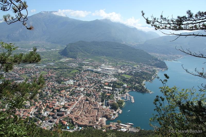Widok ze szlaku 404 na Riva del Garda