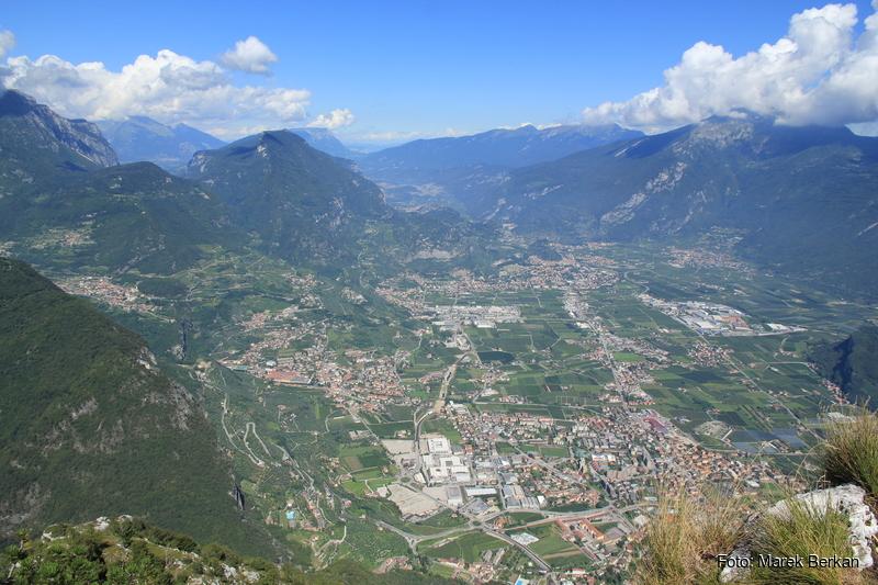 """Widok ze szczytu Cima SAT (1260 m n.p.m.) - najwyższy punkt ferraty """"dell'AMICIZIA"""""""