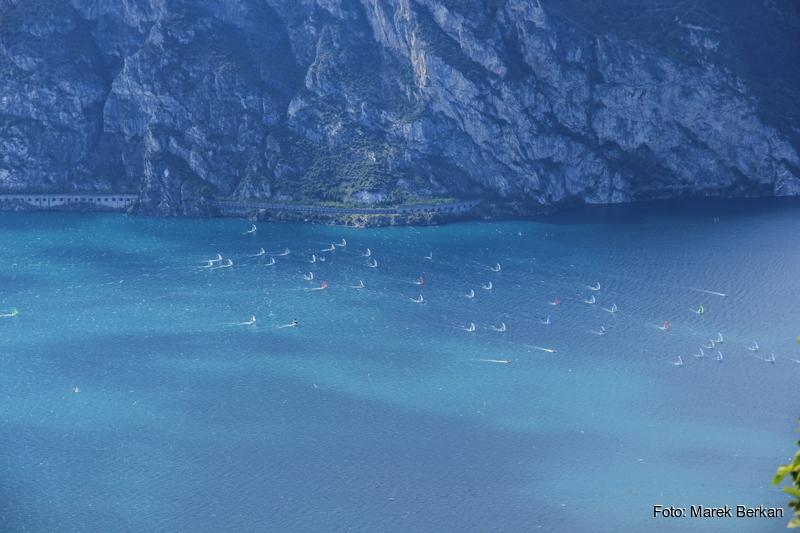Jachty na jeziorze Garda