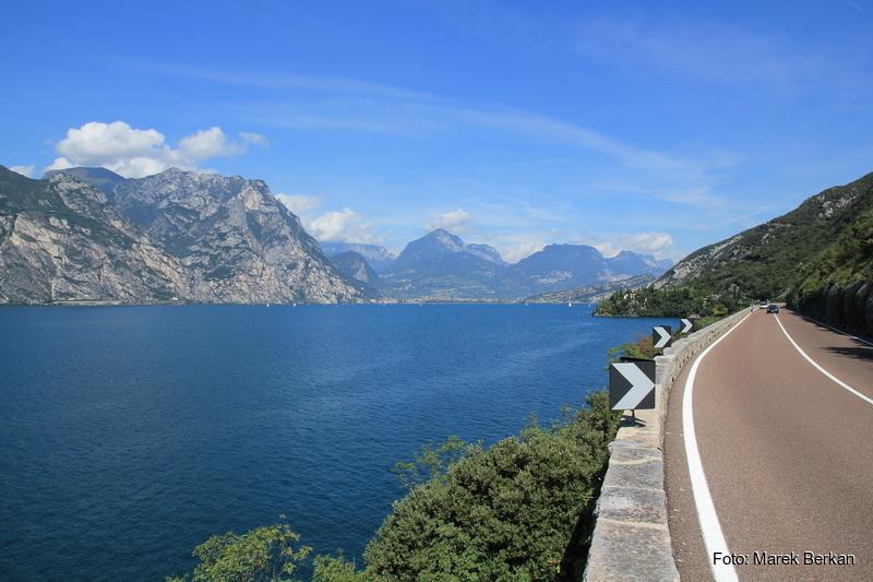 Droga wzdłuż wschodniego brzegu jeziora Garda