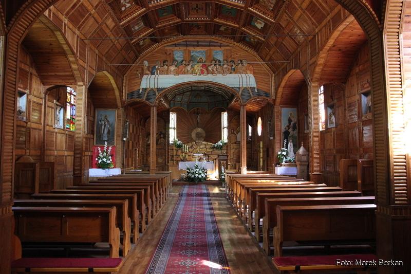 Drewniany kościół w Mamotach Górnych