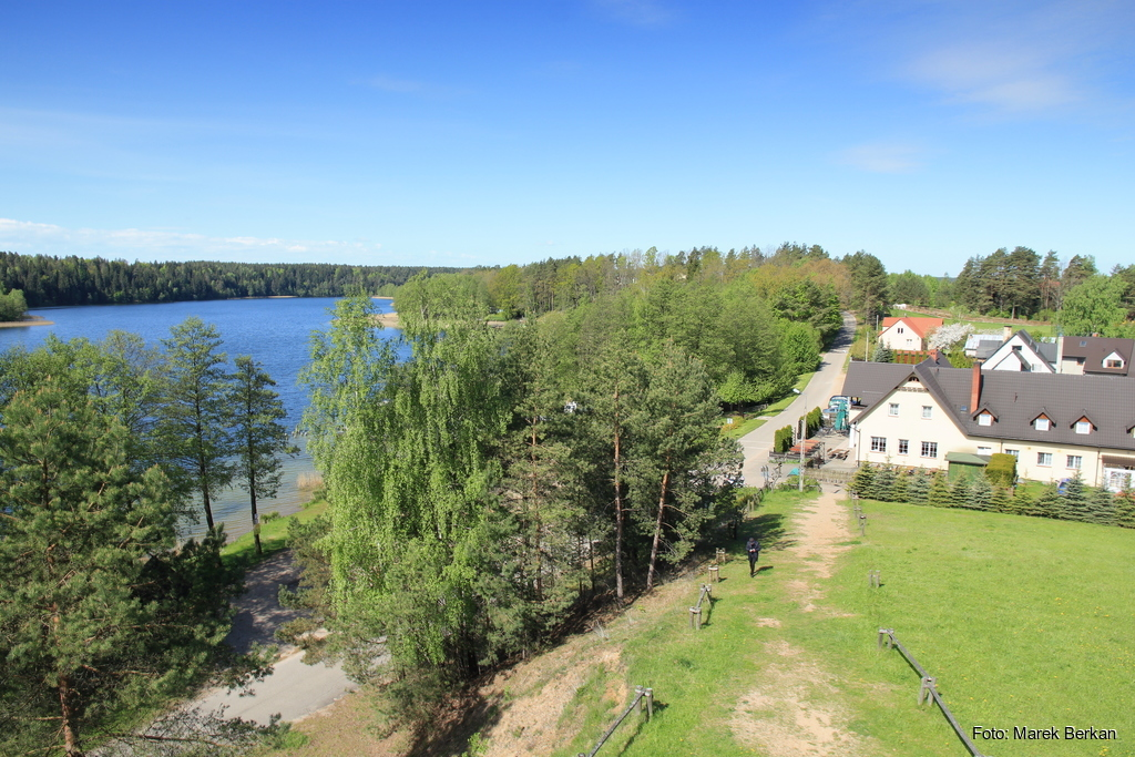 Widok z wieży widokowej koło miejscowości Gawrych-Ruda