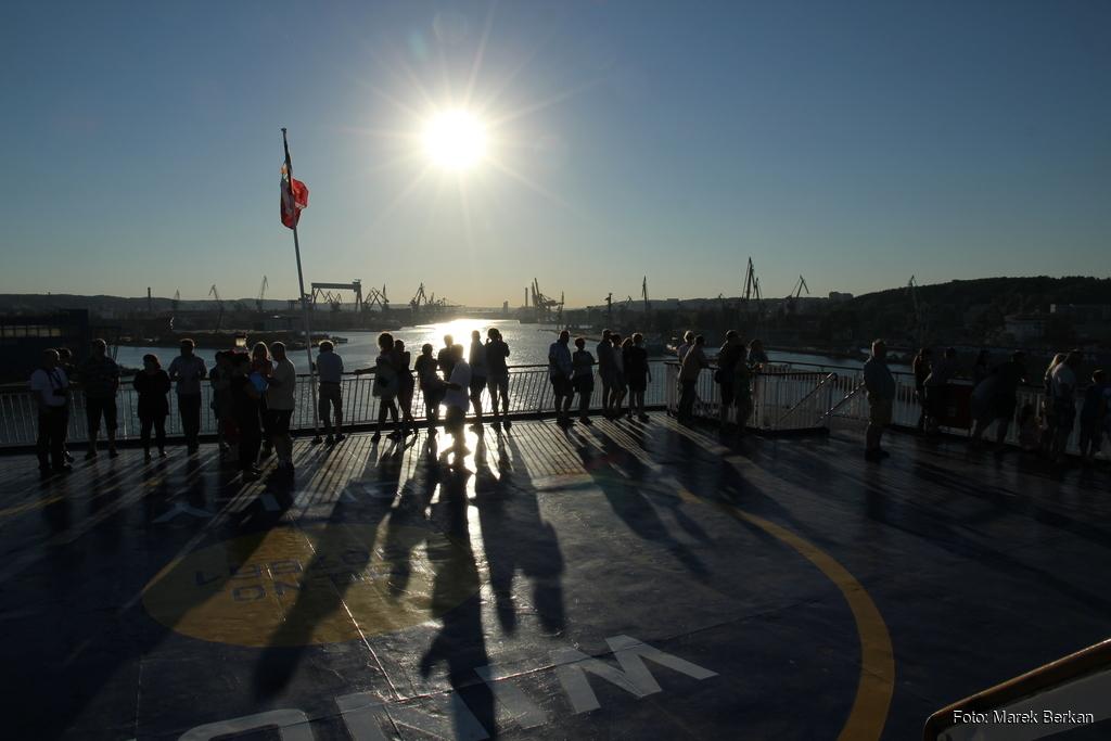 Zachód słońca w Gdyni z pokładu promu StanaLine