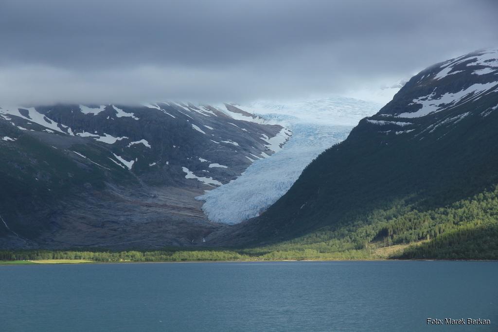 Język lodowca Svartisen - drugiego co do wielkości w Norwegii