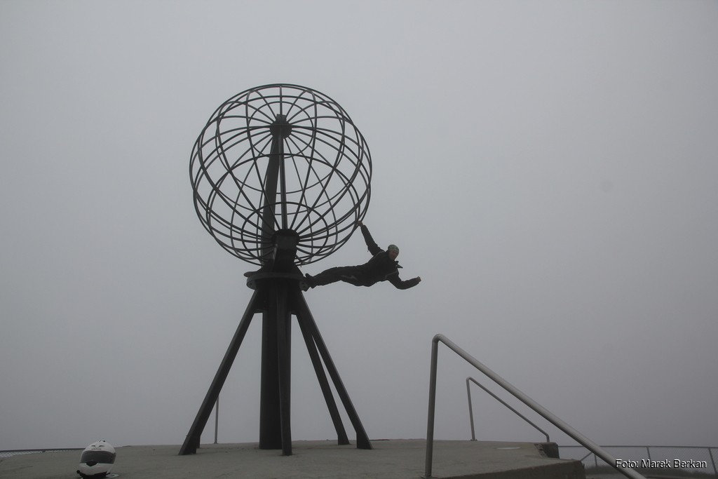 Kultowy globus na Nordkapp
