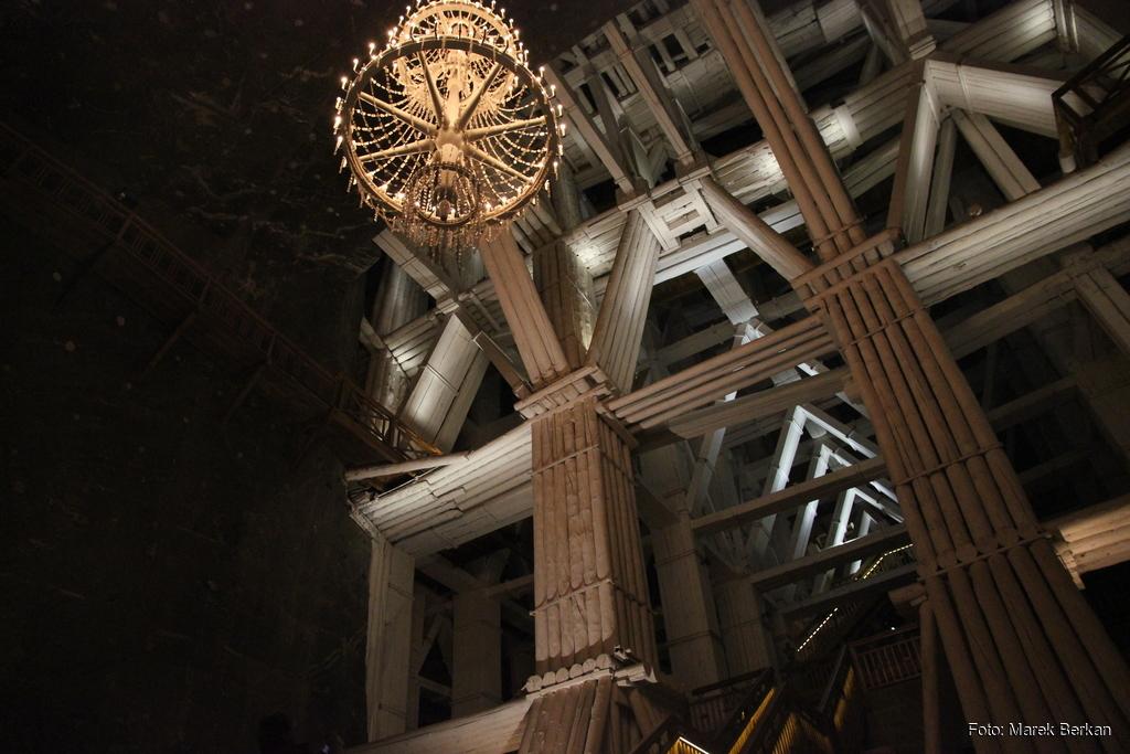 Konstrukcja podpierająca strop komory