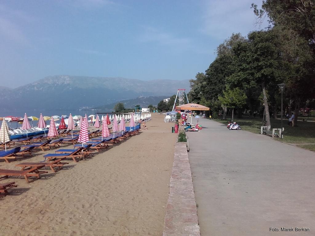 Pogradec - plaża nad jeziorem Ochrydzkim