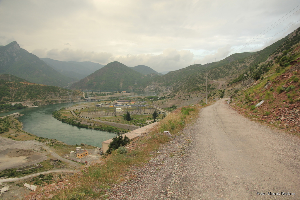 Droga SH25 - dojazd do zalewu Koman