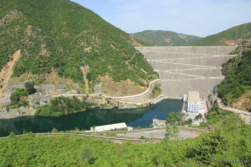 Zapora i elektrownia wodna Fierza (2016)
