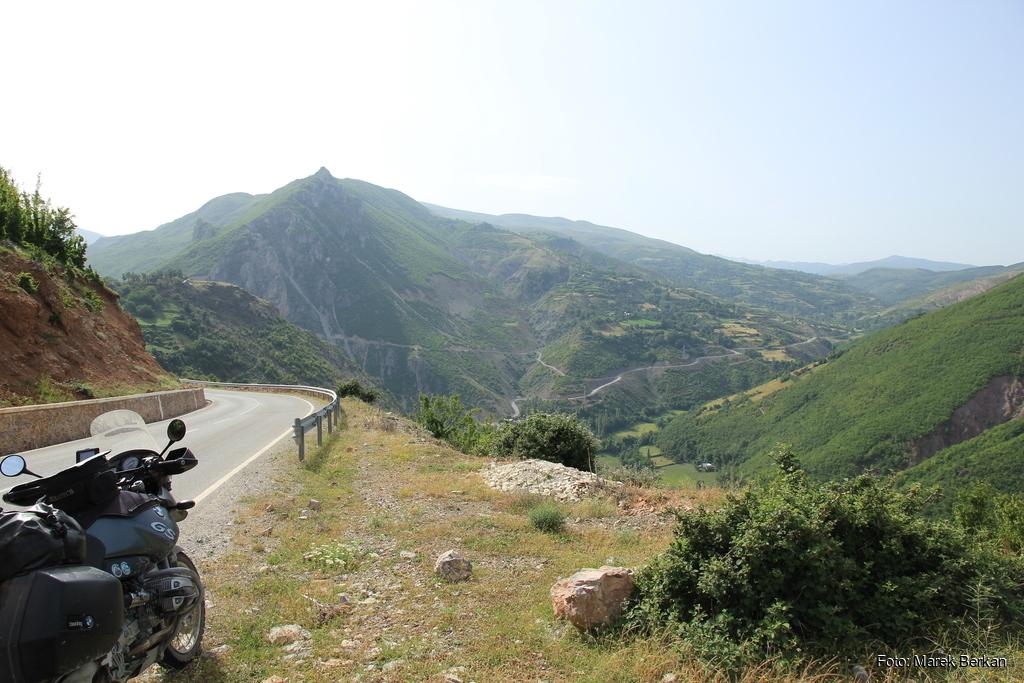 SH31 - okolice Ceren, widok na najwyższe szczyty Albanii