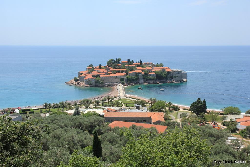 Czarnogóra - miejscowość Sveti Stefan na wyspie