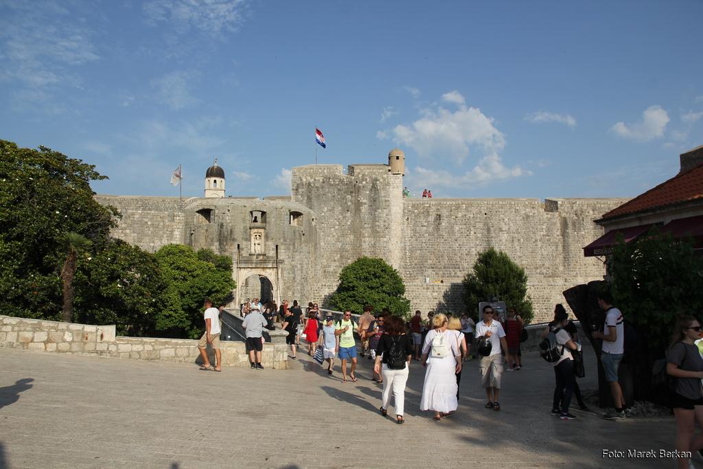 Dubrownik - brama do starego miasta
