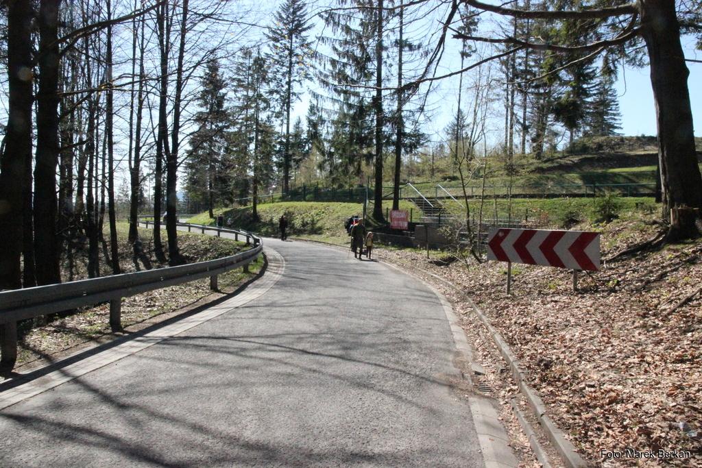 Fragment czerwonego szlaku od przełęczy Kubalonka prowadził asfaltową drogą
