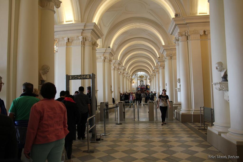 Muzeum Ermitaż: wejście