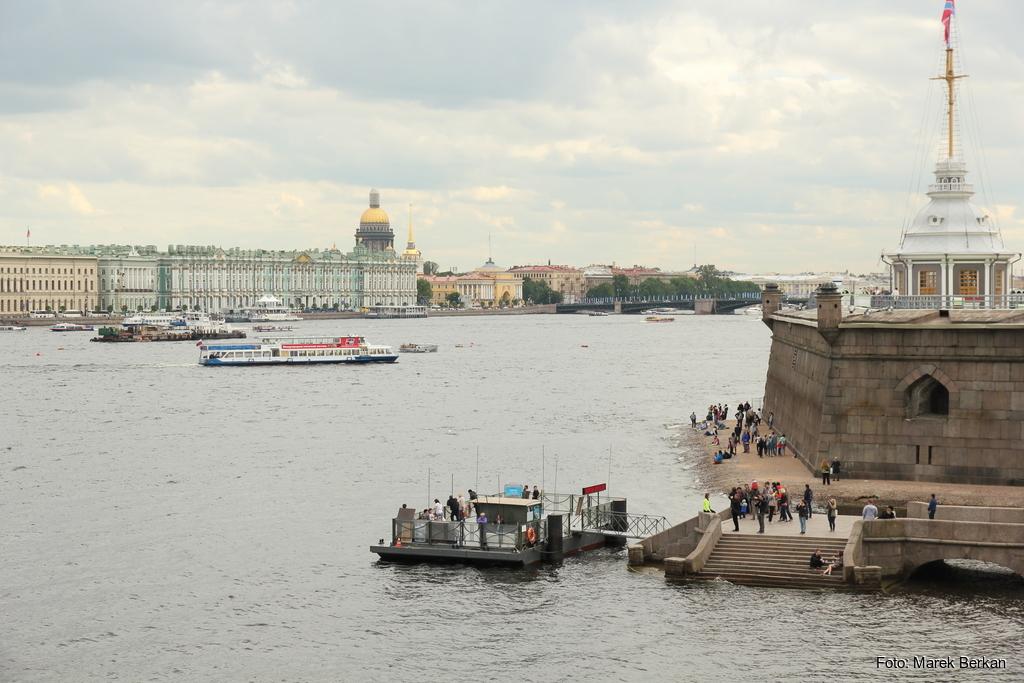 Twierdza Pietropawłowska w Petersburgu: widok na rzekę i miasto