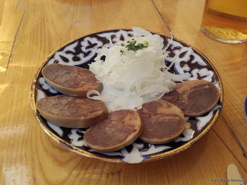 Przekąska z koniny w restauracji uzbeckiej