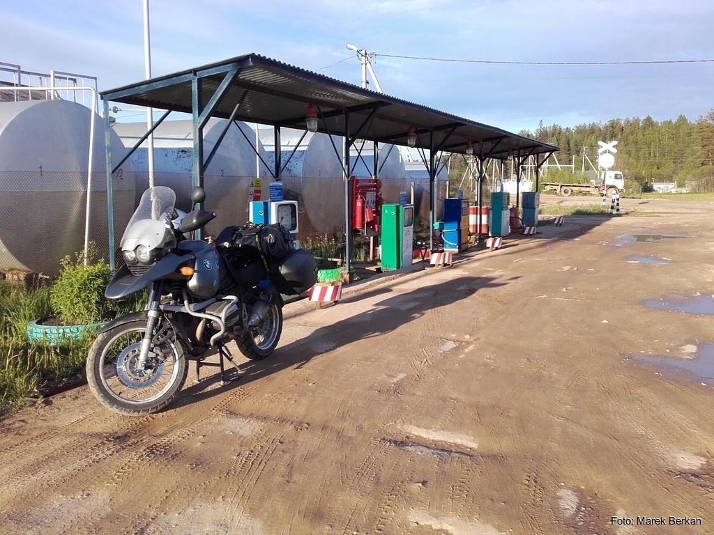 """Stacja paliw typu """"PGR"""""""