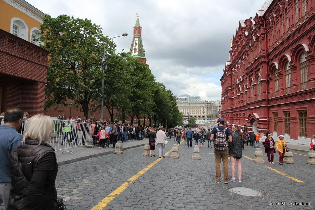 Moskwa: kolejka do mauzoleum Lenina