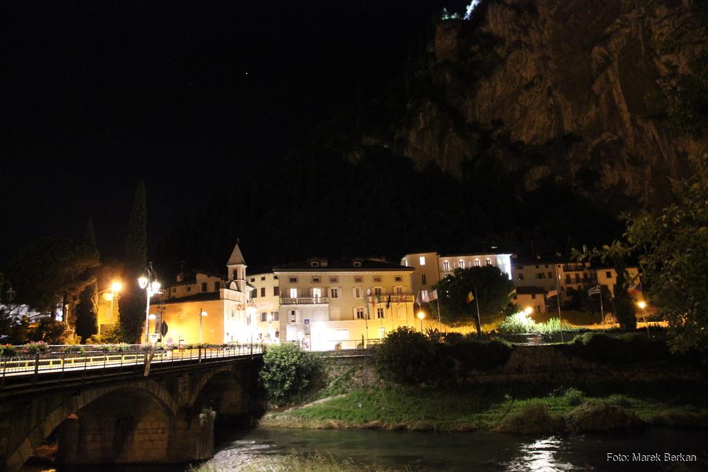 Arco nocą