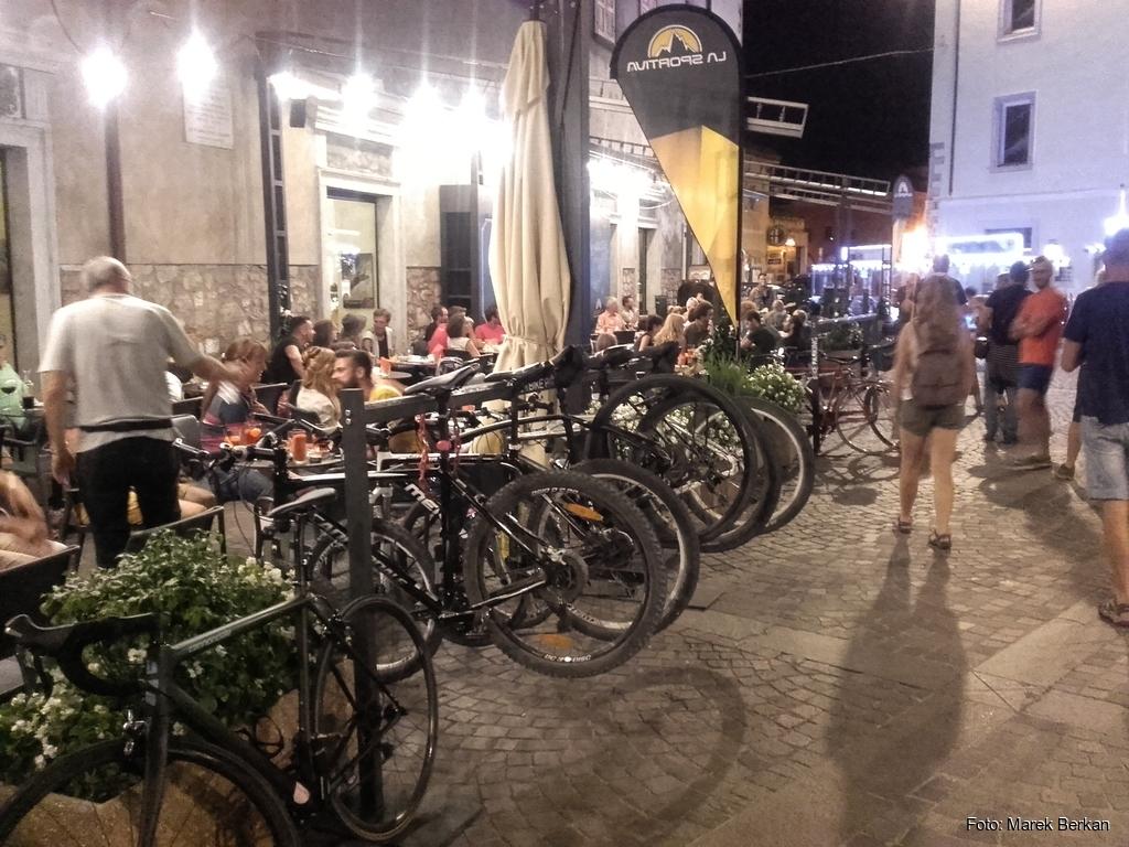 Arco: parking dla rowerów przy restauracji