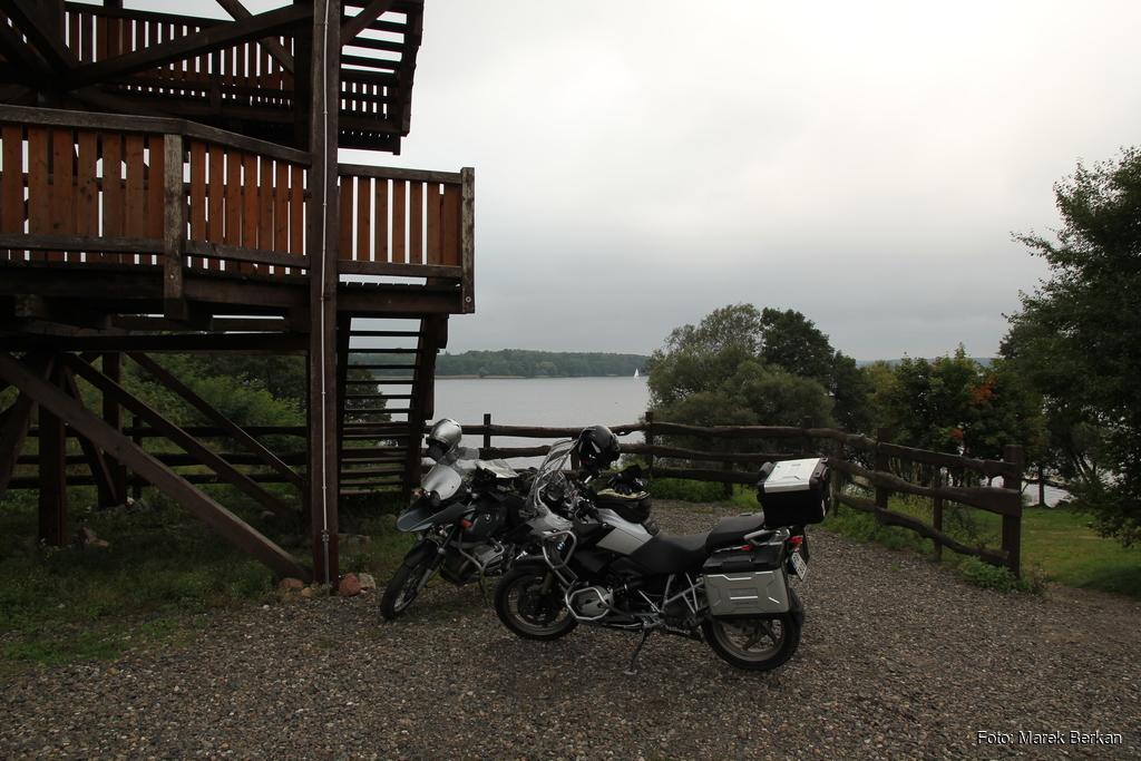 Wieża widokowa przy jeziorze Jeziorak