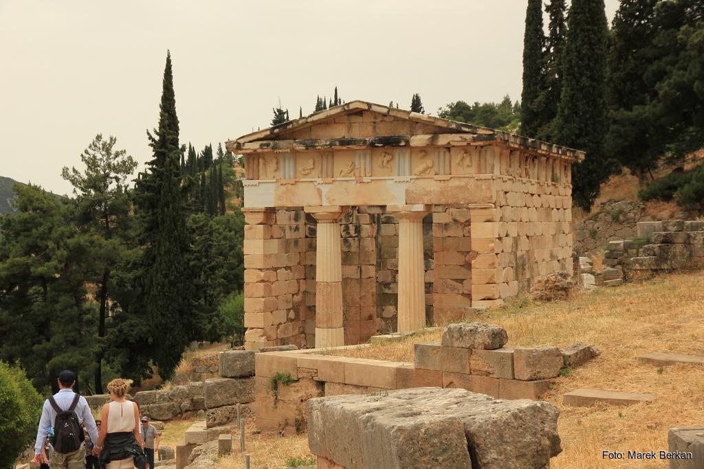 Delfy - ruiny skarbca jednego z państw-miast
