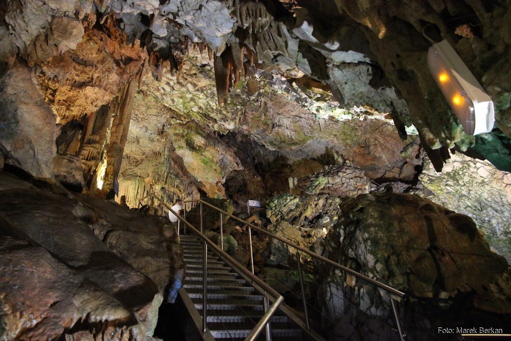 Jaskinia Diru - trasa turystyczna pokonywana pieszo