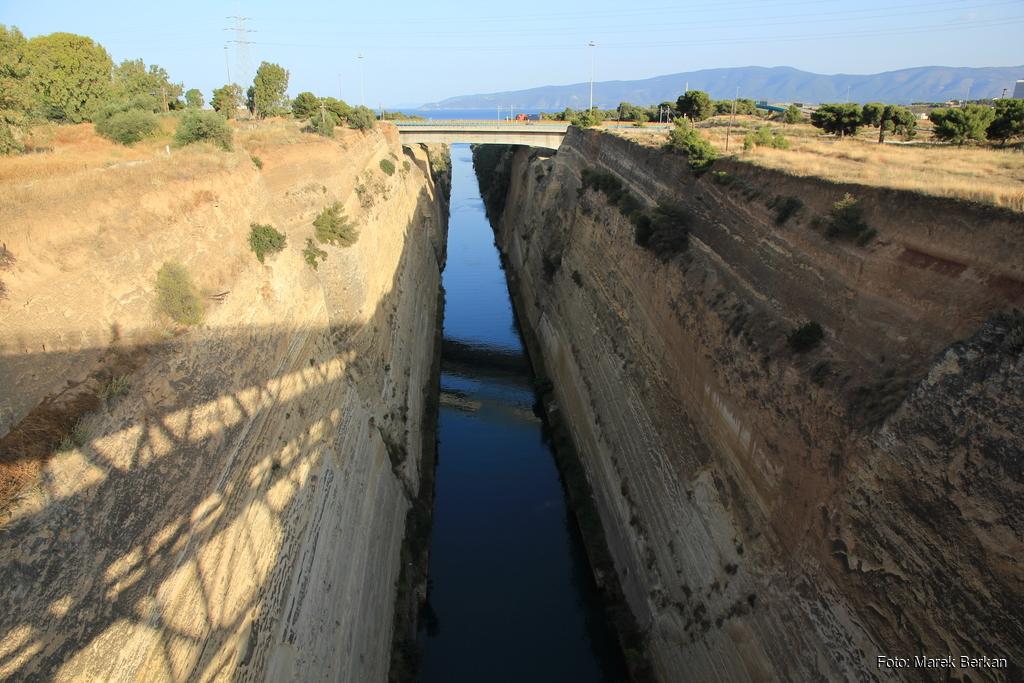Kanał Koryncki - widok na wschód, w kierunku Pireusu
