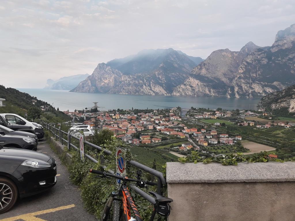 Widok z Nago na jezioro Garda