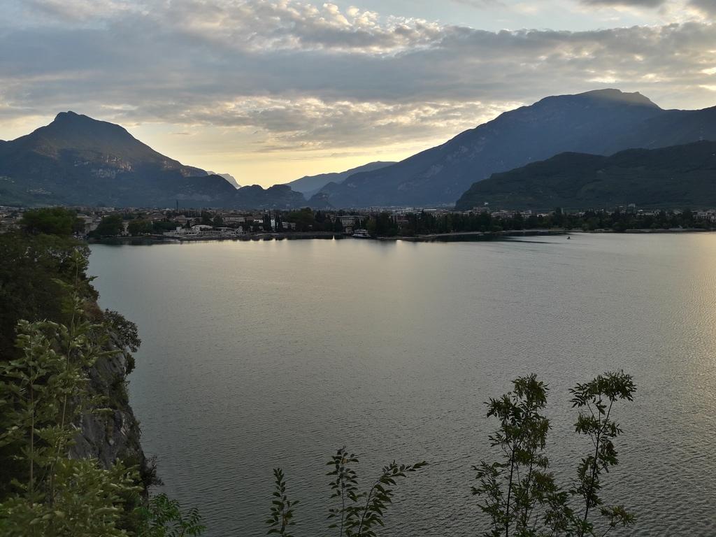 Wschód słońca nad RIva del Garda