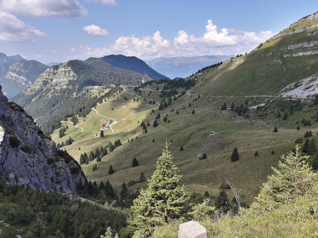 Widok na przełęcz Tremalzo spod tunelu