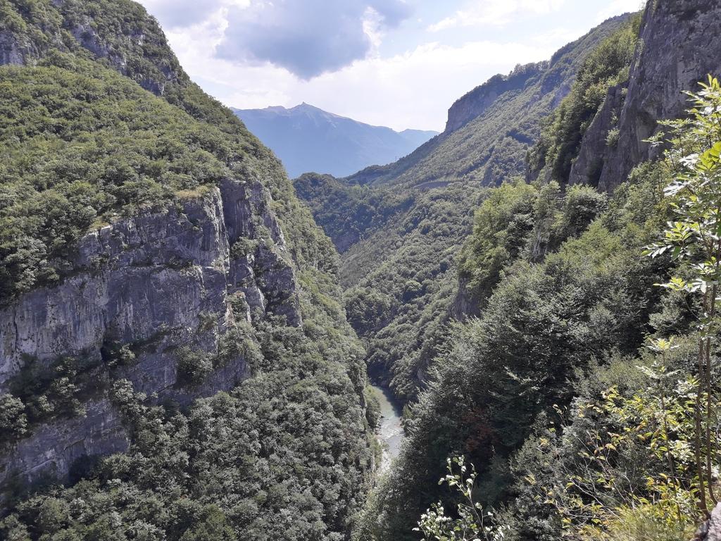 Dolina rzeki w kierunku Sarche